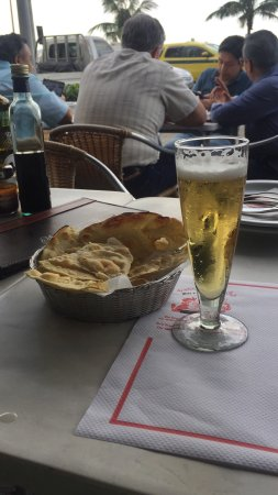 Manoel & Joaquim: Almoço de domingo, prato oswaldo aranha: fenomenal!! Eles servem uma casquinha de pão delícia! A