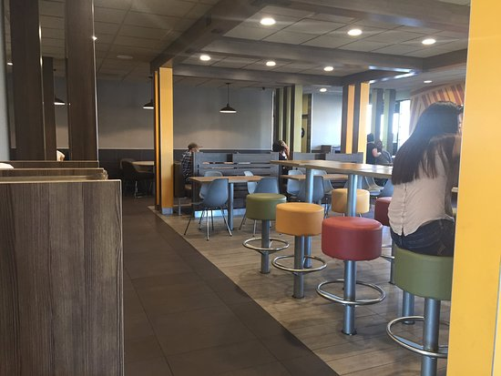 Bell Gardens, CA: Dining room of McDonald's