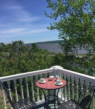 Chateau Richer, Canada: Étirer le petit déjeuner avec un dernier café!