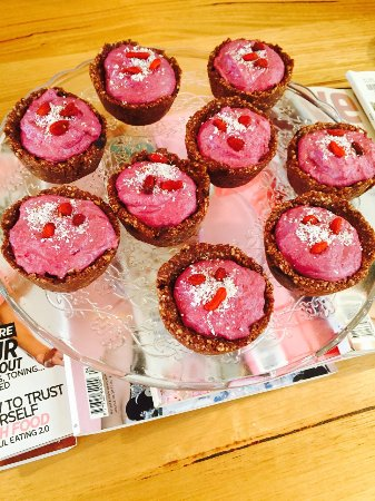 Bright, Australia: Raw Vegan Raspberry and Cashew Tarts