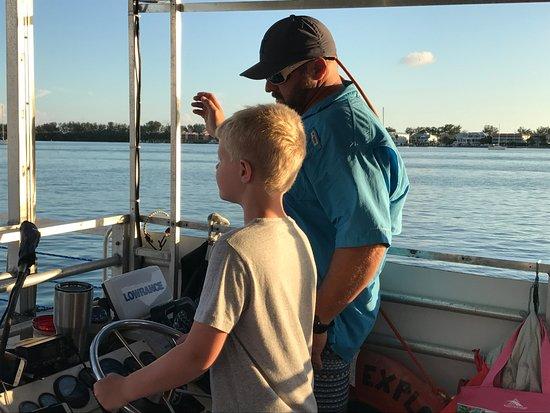 Bradenton Beach, FL: Captain Chad explaining things to my son