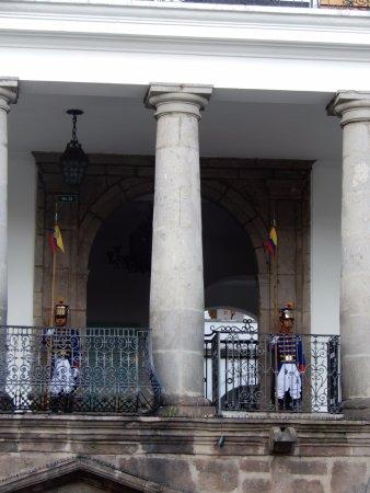 Palais du Gouvernement de l'Équateur : Palace Balcony (View from Square)