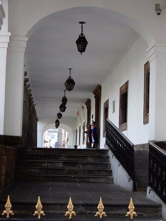 Palais du Gouvernement de l'Équateur : Side View of Palace