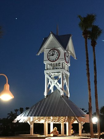Bradenton Beach, FL: The clock tower at night