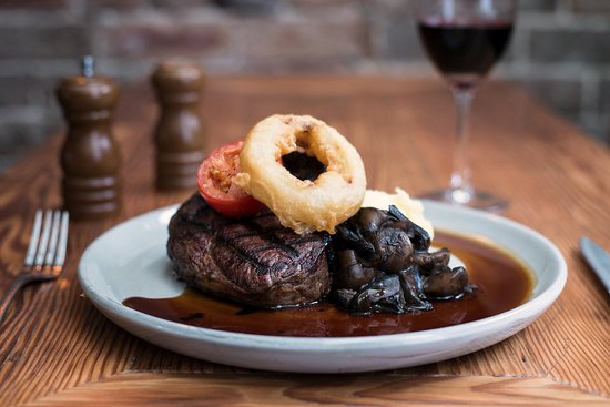 Rozelle, Australia: Steak, mash, gravy topped with battered onion ring