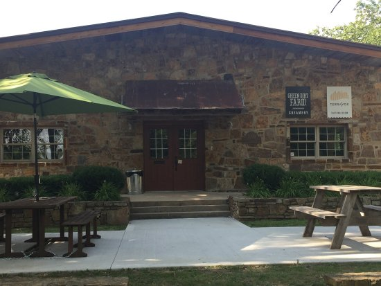 Weston, MO: Green Dirt Farm Restaurant