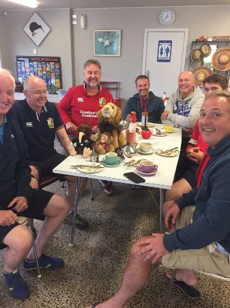 Reporoa, New Zealand: Lion 🦁 and 🥝 meet...