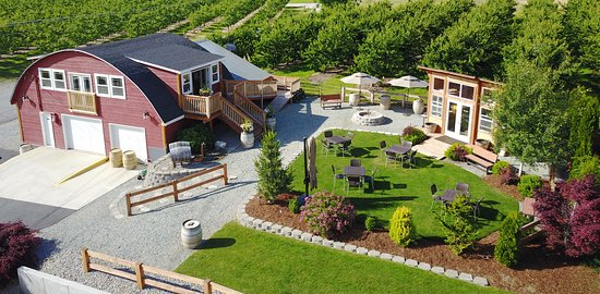 Manson, WA: Winery Tasting Room & Outdoor Courtyard
