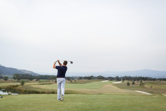Yering, Australien: Guests have priority access to the Greg Norman designed Eastern Golf Club.
