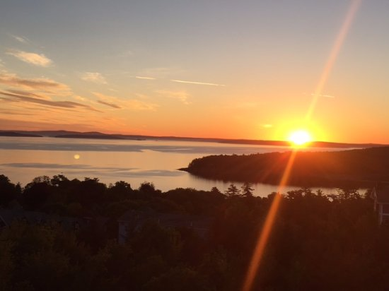 Atlantic Eyrie Lodge: A solstice sunrise from the 4th floor
