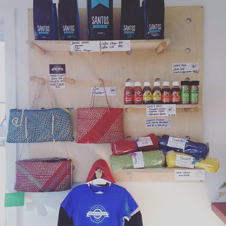 Renwick, Nueva Zelanda: We sell locally made goods, T-shirts & Coffee