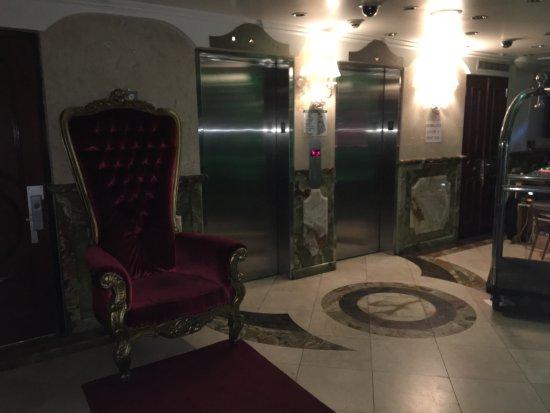 فلاتيرون هوتل: Flatiron Hotel