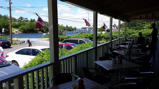 Hacketts Cove, Kanada: Porch with a view of the cove.