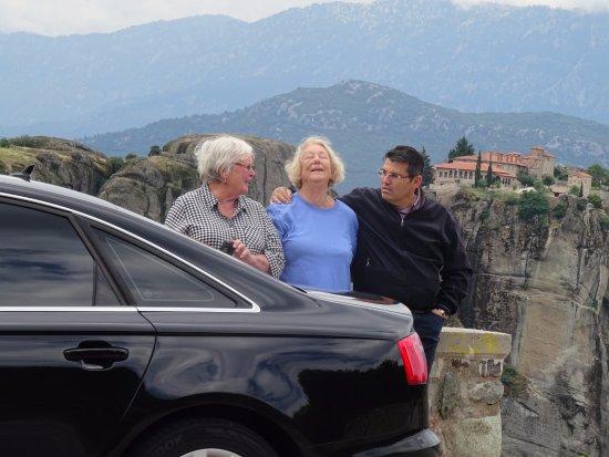 Glyfada, Grecia: The lovely Vasies sharing a joke at Meteora!