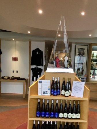 Bloomfield, Canadá: Display in tasting room