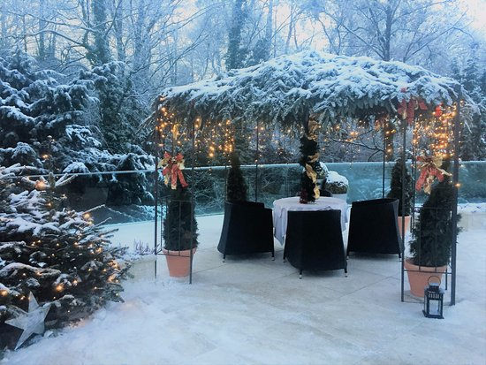 Hotel Schloss Monchstein: The snow added to the magic