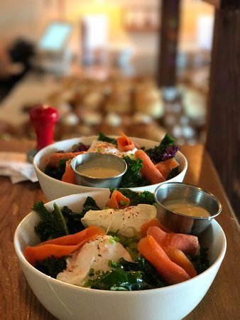 Sechelt, Kanada: Weekly Bowl with Holly