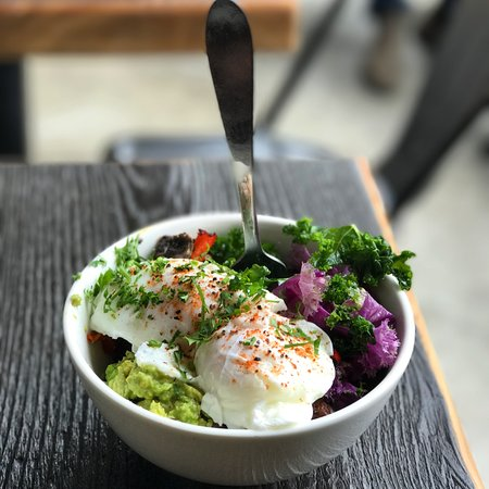 Sechelt, Kanada: Weekly Bowl with Poached Eggs