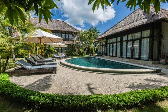 Wave House - Surf Camp: 2nd pool pool area