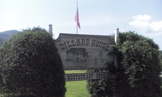 Dillard House: Family oriented dining. Lots of food.