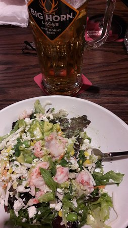 Williams Lake, Καναδάς: Lobster Avocado Salad and house lager beer.
