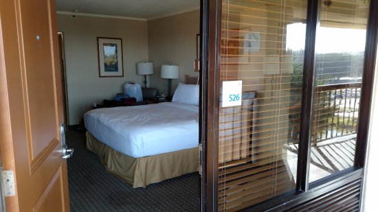 Seaside, CA: Viewing our room from outside.