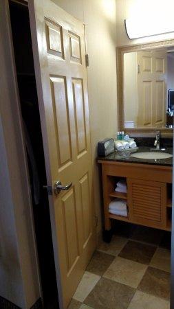 Seaside, CA: Closet door opens toward sink.