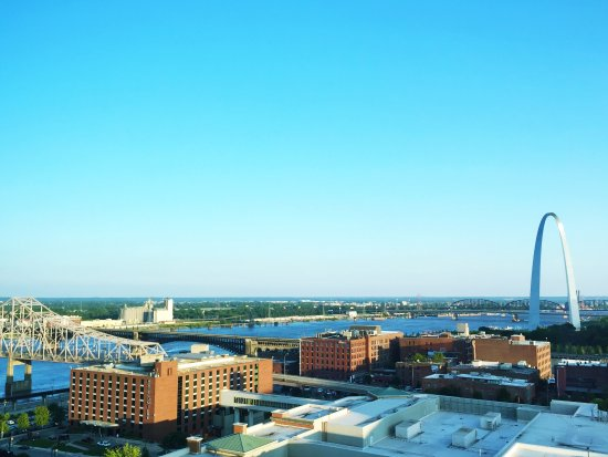 Four Seasons Hotel St. Louis: If I had not paid for a view room, the room price would have been a total waste