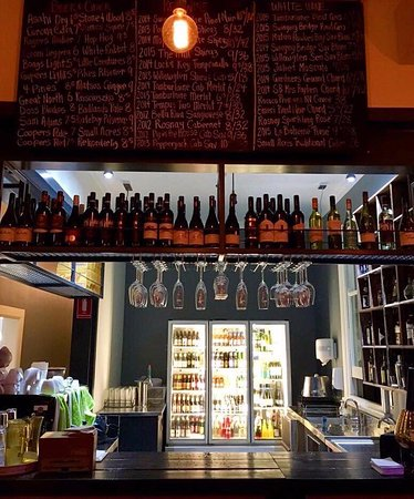 Cowra, Australia: Our new bar area with our massive local wine and craft beer list.