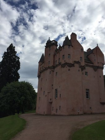 how to get to craigievar castle from aberdeen