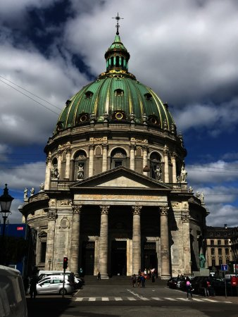 Frederiks Kirke (The Marble Church): The outside.