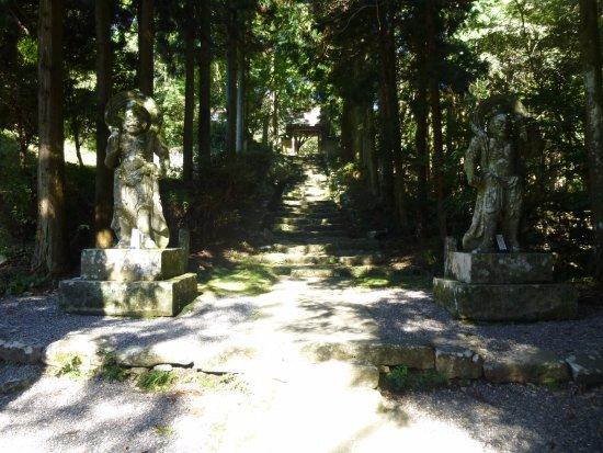 Futagoji Temple: 仁王像
