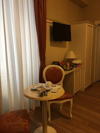 Domus Bocca Di Leone : I was upgraded to triple room. Spacious. Was cleaned well everyday. Extremely friendly n helpful