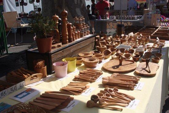 Saint-Remy-de-Provence, França: Les inevitables objets e olivier