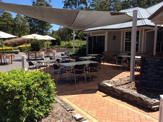 Hallidays Point, Australia: Outdoor dining area