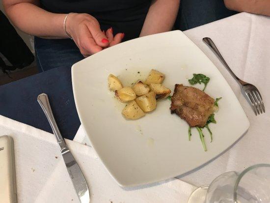 Calascibetta, Italia: secondo con contorno di carne