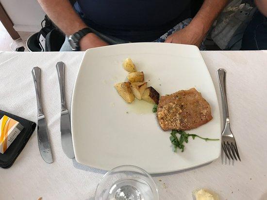 Calascibetta, Italy: secondo con contorno di carne
