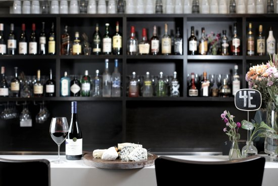 Four Elements Restaurant & Bar: Bar