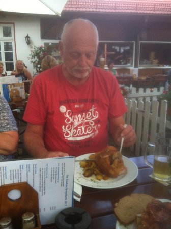 Oberursel (Taunus), Alemanha: Haxe mit Bratkartoffeln