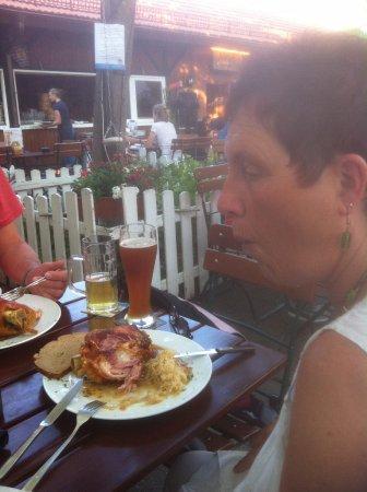 Oberursel (Taunus), Alemanha: naturtrübes Bier dabei