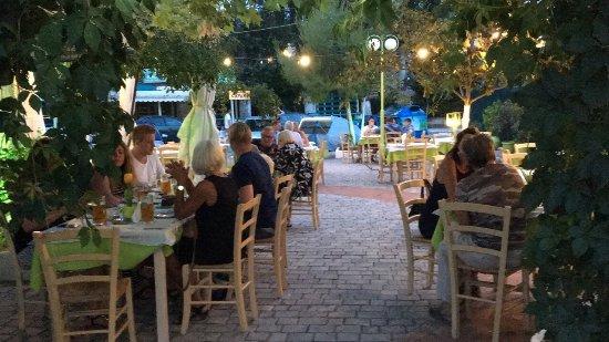 Capari Restaurant & Pizzeria