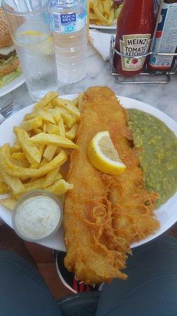 Crispy Cod : Large cod, chips, mushy peas.