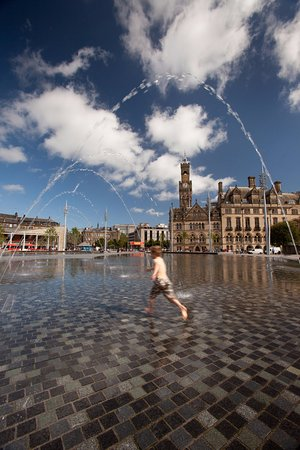 Bradford, UK: Great place to paddle and splash about for kids