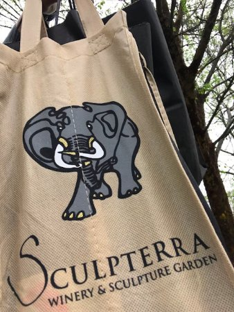 Sculpterra Winery & Sculpture Garden: Wine!