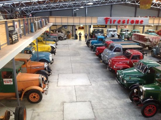 Invercargill, Nya Zeeland: Just a few of the beautifully restored trucks in one part of the museum