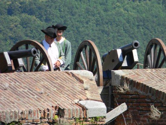Prats de Mollo la Preste, Prancis: Devenez soldat du roi le temps d'une visite : Tir au canon