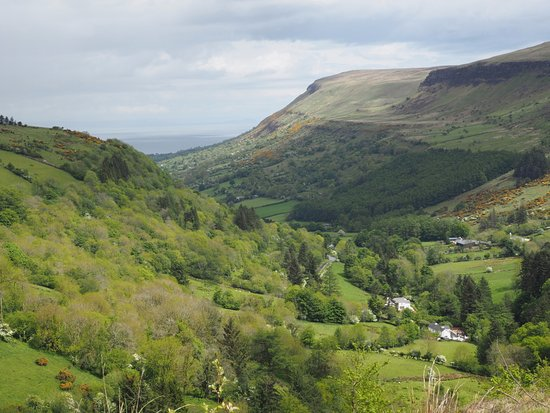 Antrim (kontluk), UK: View from the lookout down the Glen to the Ocean