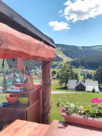 Pec pod Snezkou, República Checa: Rodinný penzion s domácí kuchyní a krásným výhledem. Nachází se na jižním svahu v Peci pod Sněžk