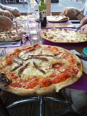 Saint-Sulpice-la-Pointe, Prancis: pizza nicoise grande