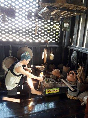 Laplae, Tailandia: Old style kitchen